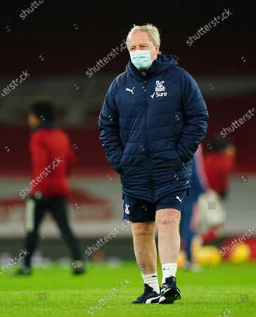 Crystal Palace assistant manager Ray Lewington wears a face mask