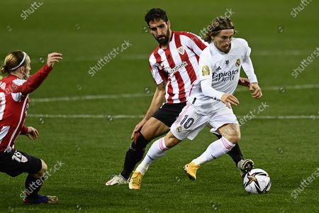 Real Madrid's Luka Modric, right, vies for the ball with Athletic Bilbao's Raul Garcia during Spanish Super Cup semi final soccer match between Real Madrid and Athletic Bilbao at La Rosaleda stadium in Malaga, Spain