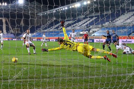 Atalanta's Luis Muriel scores the goal 2-1 during the Italian Cup round of sixteen soccer match between Atalanta BC and Cagliari at the Gewiss Stadium in Bergamo, Italy, 14 January 2021.