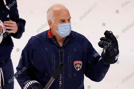 Florida Panthers head coach Joel Quenneville talks with the team during NHL hockey training camp, in Sunrise, Fla