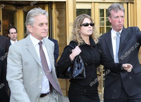 Stock Image of Michael Douglas and Diandra Douglas leaving the court
