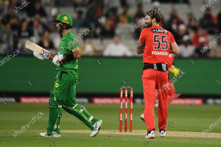 Glenn Maxwell of the Stars is sent off by Kane Richardson of the Renegades; Melbourne Cricket Ground, Melbourne, Victoria, Australia; Big Bash League Cricket, Melbourne Stars versus Melbourne Renegades.