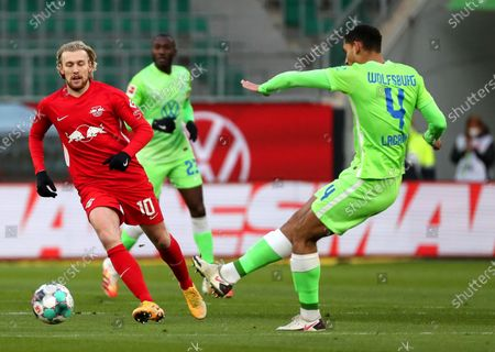 Leipzig's Emil Forsberg (L) in action against Wolfsburg's Maxence Lacroix (R) during the German Bundesliga soccer match between VfL Wolfsburg and RB Leipzig in Wolfsburg, Germany, 16 January 2021.