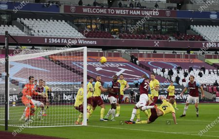 Angelo Ogbonna (WHU) sees his header his the post at the EPL match West Ham United v Burnley, at the London Stadium, London, UK on 16th January, 2021.English Premier League matches are still being played behind closed doors because of the current COVID-19 Coronavirus pandemic, and government social distancing/lockdown restrictions.
