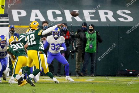 Green Bay Packers quarterback Aaron Rodgers (12) throws a touchdown pass to Packers' Davante Adams during the first half of an NFL divisional playoff football game against the Los Angeles Rams, in Green Bay, Wis