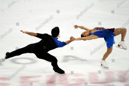 Jessica Calalang and Brian Johnson perform during the pairs free skate at the U.S. Figure Skating Championships, in Las Vegas