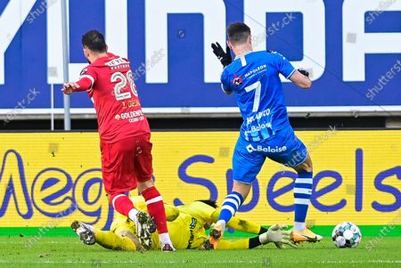 Antwerp's goalkeeper Alireza Beiranvand provokes a penalty on and Gent's Roman Yaremchuk during a soccer match between KAA Gent and Royal Antwerp FC RAFC, Sunday 17 January 2021 in Gent, on day 20 of the 'Jupiler Pro League' first division of the Belgian championship.