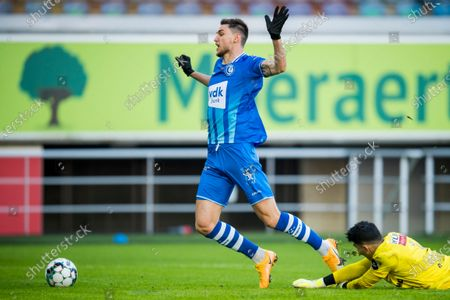 Gent's Roman Yaremchuk and Antwerp's goalkeeper Alireza Beiranvand fight for the ball during a soccer match between KAA Gent and Royal Antwerp FC RAFC, Sunday 17 January 2021 in Gent, on day 20 of the 'Jupiler Pro League' first division of the Belgian championship.