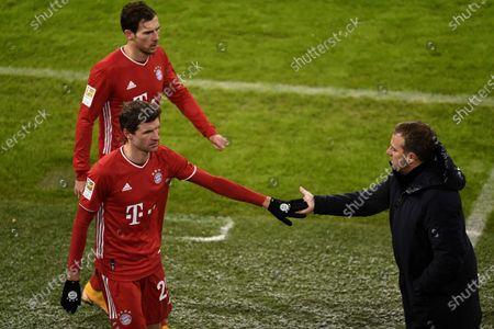 Bayern's Leon Goretzka (L), Bayern's Thomas Mueller (C) and Bayern's head coach Hansi Flick (R) reacts during the German Bundesliga soccer match between FC Bayern Muenchen and SC Freiburg at Allianz Arena in Munich, Germany, 17 January 2021.