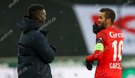 Standard's head coach Mbaye Leye and Standard's Mehdi Carcela pictured during a soccer match between Cercle Brugge and Standard de Liege, Sunday 17 January 2021 in Brugge, on day 20 of the 'Jupiler Pro League' first division of the Belgian championship.