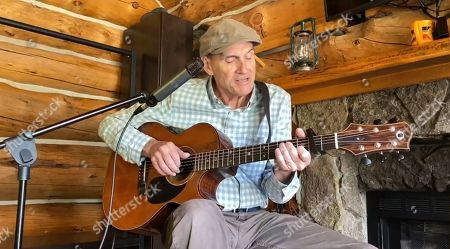 """James Taylor performs """"America the Beautiful""""."""