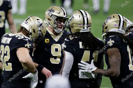 New Orleans Saints quarterback Drew Brees (9) speaks to teammates before the first half of an NFL divisional round playoff football game between the New Orleans Saints and the Tampa Bay Buccaneers, in New Orleans