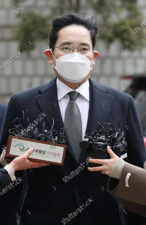 Samsung Electronics Co. Vice Chairman Lee Jae-yong arrives at the Seoul High Court to attend a sentencing hearing over his bribery scandal, in Seoul, South Korea, 18 January 2021. In August 2019, the Supreme Court ordered the appellate court to review its suspended jail sentence for Lee over bribing a confidante of jailed President Park Geun-hye.