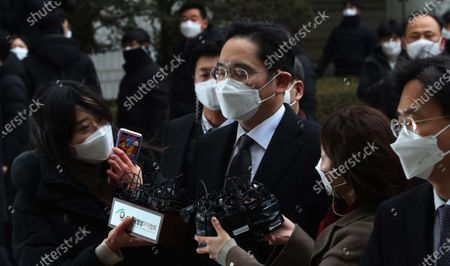 Lee Jae-yong (C), vice chairman of Samsung Group, arrives to attend a sentencing hearing over his bribery scandal the Seoul High Court in Seoul, South Korea, 18 January 2021.  In August 2019, the Supreme Court ordered the appellate court to review its suspended jail sentence for Lee over bribing a confidante of jailed President Park Geun-hye. According to media reports, Lee Jae-yong was sentenced to two years and six months in prison.