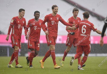 (L-R) Benjamin Pavard (Bayern München), David Alaba (Bayern München), Leon Goretzka (Bayern München), Thomas Müller (Bayern München) and Joshua Kimmich (Bayern München) jubeln