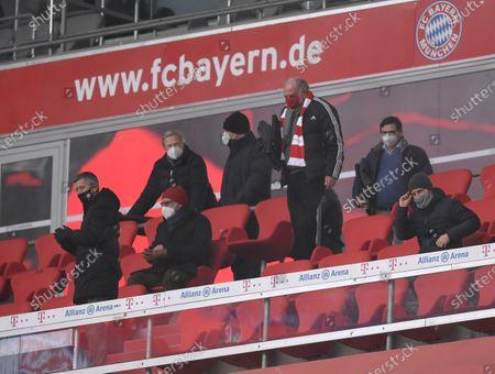 die Bayern Verantwortlichen auf der Tribüne, (L-R) stellv. Vorstandsvorsitzender Jan-Christian Dreesen (Bayern München), Vorstandsmitglied Oliver Kahn (Bayern München), Vorstandsvorsitzender Karl-Heinz Rummenigge (Bayern München) and stellv. Aufsichtsratsvorsitzender Uli Hoeness (Bayern München)