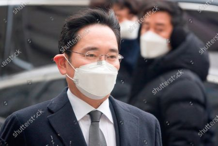 Lee Jae-Yong or Jay Y Lee (52), vice chairman of Samsung Electronics, arrives at the Seoul High Court to attend a sentencing hearing.The Seoul High Court on Monday sentenced the Samsung heir to two and a half years in prison in a retrial of a bribery case involving former South Korean President Park Geun-Hye and ordered him to return to prison.