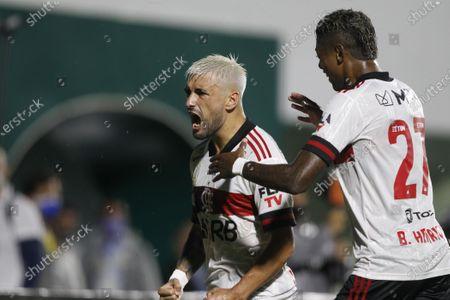 Giorgian De Arrascaeta of Flamengo celebrates his goal with Bruno Henrique in the 42th minute 0-1