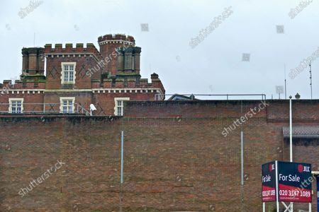 Several actors including Sir Kenneth Brannagh and local MP Matt Rodda are behind a campaign to save Reading Gaol from being sold. They hope the building will be turned in to an arts and heritage site, the gaol was once home to Oscar Wilde who penned the Ballard of Reading Gaol in his cell