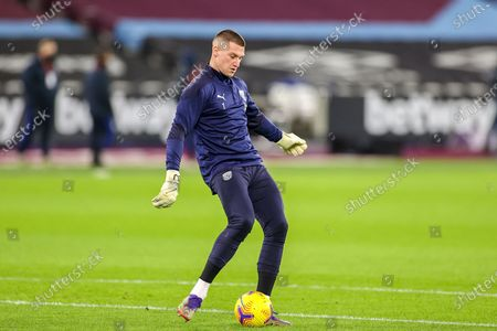 Sam Johnstone (1) of West Bromwich Albion warms up during the Premier League match between West Ham United and West Bromwich Albion at the London Stadium, London