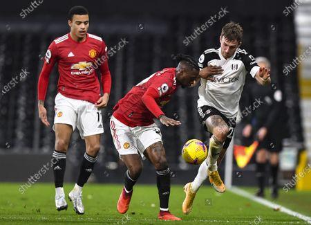 Joe Bryan of Fulham takes on Aaron Wan-Bissaka of Manchester United