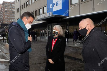 Spanish Prime Minister Pedro Sanchez (L) chats with chairman of KPMG, Hilario Albarracin (R) and president of Efe News Agency Gabriela Canas (C) as they arrive to attend the Forum 'European Funds. The Clues for Recovery' organized by Efe and KPMG International at the headquarters of Efe News Agency in Madrid, Spain, 20 January 2021.