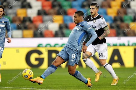 Atalanta's Luis Muriel (L) scores the 1-1 goal  during the Italian Serie A soccer match Udinese Calcio vs Atalanta BC at the Friuli - Dacia Arena stadium in Udine, Italy, 20 January 2021.
