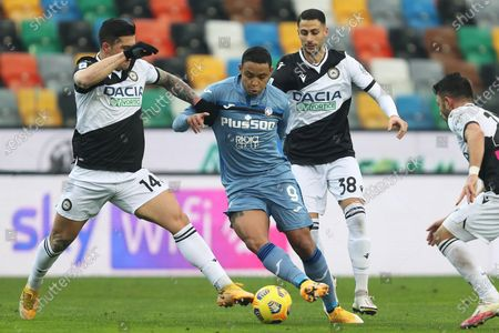 Atalanta's Luis Muriel (C) in action against Udinese's Kevin Bonifazi (L) and Rolando Mandragora (R) during the Italian Serie A soccer match Udinese Calcio vs Atalanta BC at the Friuli - Dacia Arena stadium in Udine, Italy, 20 January 2021.