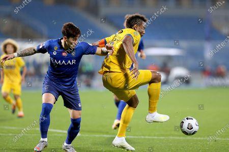 Al-Hilal's player Hyun Soo Jang (L) in action against Al-Taawoun's Leandre Tawamba (R) during the Saudi Professional League soccer match between Al-Hilal and Al-Taawoun at Prince Faisal bin Fahd Stadium, Riyadh, Saudi Arabia, 20 January 2021.
