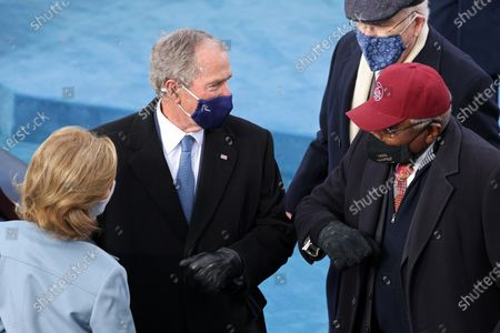 WASHINGTON, DC - JANUARY 20: Former U.S. President George W. Bush (L) greets Rep. Jim Clyburn (D-SC) during the inauguration of U.S. President-elect Joe Biden on the West Front of the U.S. Capitol in Washington, DC. During today's inauguration ceremony Joe Biden becomes the 46th president of the United States. (Photo by Tasos Katopodis/Getty Images)