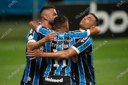 Everton of Gremio celebrates his goal with Maicon and Diego Souza in the 85th minute for 1-1; Arena de Gremio, Porto Alegre, Brazil; Brazilian Serie A football, Gremio versus Atletico Mineiro.
