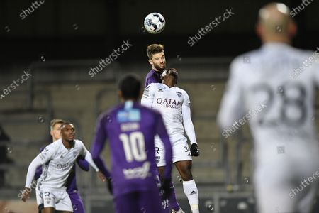 Beerschot's Jan Van den Bergh and Eupen's Konan N'Dri fight for the ball during a soccer match between KAS Eupen and Beerschot VA, Wednesday 20 January 2021 in Eupen, on day 25 of the 'Jupiler Pro League' first division of the Belgian championship.
