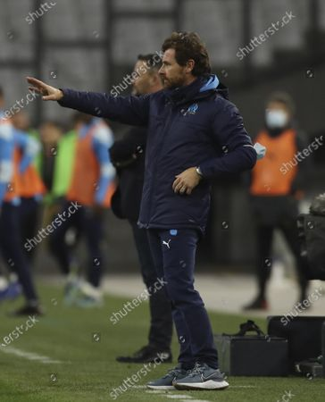 Marseille's head coach Andre Villas-Boas instructs his players during the French League One soccer match between Marseille and Lens at the Veledrome stadium in Marseille, France