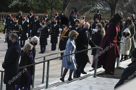 ARLINGTON, VA - JANUARY 20: Former President Bill Clinton, former Secretary of State Hillary Clinton, Former President George W. Bush, former First Lady Laura Bush, Former President Barack Obama and former First Lady Michelle Obama participate in a wreath-laying ceremony at the Tomb of the Unknown Soldier in Arlington National Cemetery in Arlington, Virginia.