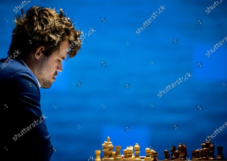 Magnus Carlsen will play against Alexander Donchenko in the fifth round of the international chess tournament TataSteel Chess Tournament 2021. Due to the corona virus, the amateur chess players are not present and the audience was missing.