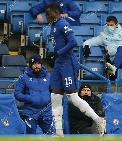Frank Lampard manager of Chelsea watches struggling Kurt Zouma of Chelsea
