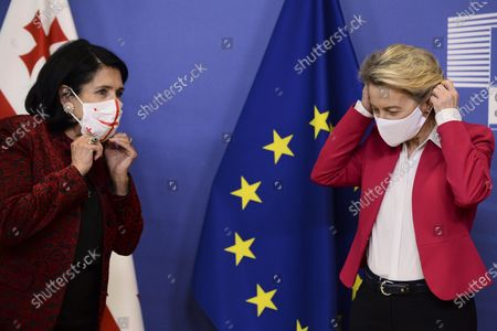 Stock Image of Georgia's President Salome Zourabichvili, left, and European Commission President Ursula von der Leyen put on their face masks after posing for a photograph before their meeting at the European Commission headquarters in Brussels
