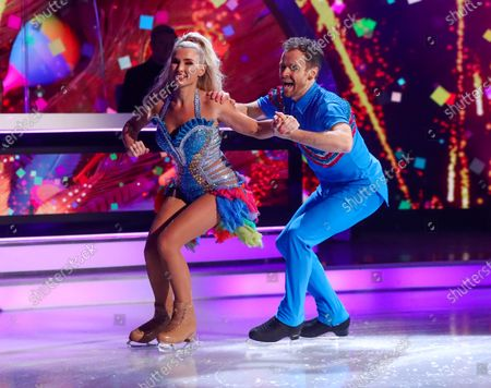 Billie Faiers and Mark Hanretty - Skating to 'Spice Up Your Life'