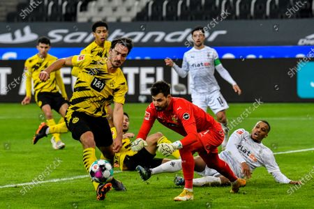Dortmund's Mats Hummels, left, and Dortmund's goalkeeper Roman Buerki during the German Bundesliga soccer match between Borussia Moenchengladbach and Borussia Dortmund in Moenchengladbach, Germany