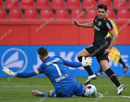 Wolfsburg's goalkeeper Koen Casteels (L) in action against Leverkusen's Nadiem Amiri (R) during the German Bundesliga soccer match between Bayer 04 Leverkusen and VfL Wolfsburg in Leverkusen, Germany, 23 January 2021.