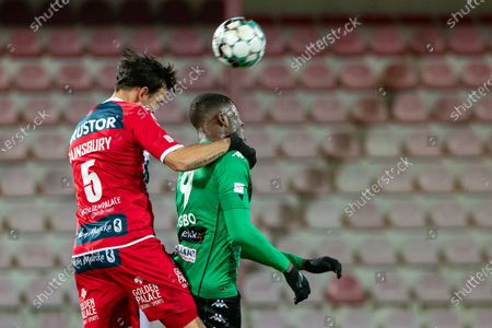 Kortrijk's Trent Sainsbury and Cercle's Ike Ugbo fight for the ball during a soccer match between KV Kortrijk and Cercle Brugge, Saturday 23 January 2021 in Kortrijk, on day 21 of the 'Jupiler Pro League' first division of the Belgian championship.