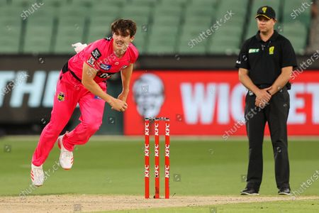 Sean Abbott of the Sydney Sixers bowls during the Hobart Hurricanes vs Sydney Sixers  T20 Big Bash League match at Melbourne Cricket Ground, Melbourne