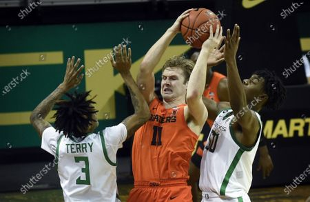 Stock Picture of Oregon guard Jalen Terry (3) and Oregon forward Eric Williams Jr. (50) pressure Oregon State guard Zach Reichle (11) during the second half of an NCAA college basketball game in Eugene, Ore
