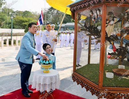 Thai King Maha Vajiralongkorn Bodindradebayavarangkun (L) accompanied by the Royal Consort Sineenat Wongvajirapakdi (2-L) release birds during a merit-making ceremony to mark the Royal Consort's birthday at Wasukri pier in Bangkok, Thailand, 26 January 2021. Thai Royal Consort Sineenat was born on 26 January 1985.