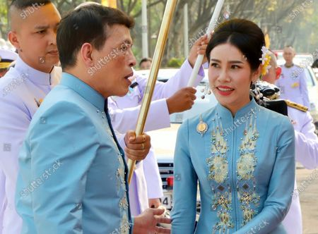 epa08965743 Thai King Maha Vajiralongkorn Bodindradebayavarangkun (L) accompanied by the Royal Consort Sineenat Wongvajirapakdi (R) attend a merit-making ceremony to mark the Royal Consort's birthday at Wasukri pier in Bangkok, Thailand, 26 January 2021. Thai Royal Consort Sineenat was born on 26 January 1985.