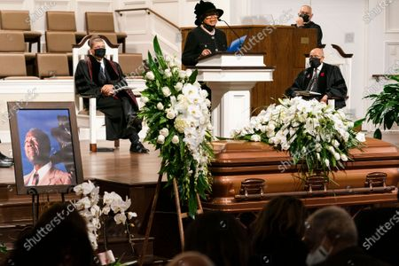 """Billye Aaron speaks during the funeral services for Henry """"Hank"""" Aaron, longtime Atlanta Braves player and Hall of Famer, on at Friendship Baptist Church in Atlanta"""
