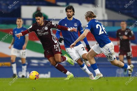 Leicester's Ayoze Perez, left, is challenged by Everton's Tom Davies, right, during the English Premier League match between Everton and Leicester City at the Goodison Park stadium in Liverpool, England