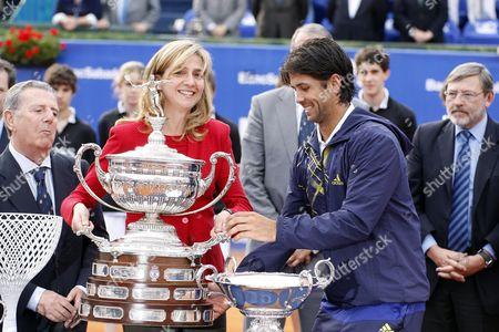 Royal Spanish Crown Infanta Cristina de Borbon ka Princess Cristina presents Fernando Verdasco with the trophy