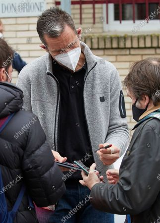 Inaki Urdangarin signs autographs and takes selfies after leaving Fundación Hogar Don Orione