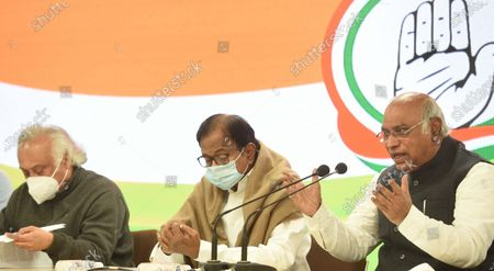 (L to R): Congress leaders Jairam Ramesh, P. Chidambaram and Mallikarjun Kharge during a press conference at AICC on January 28, 2021 in New Delhi, India. Ahead of the Budget Session, the Congress on Thursday demanded that the government initiate cash transfers and reduce taxes.